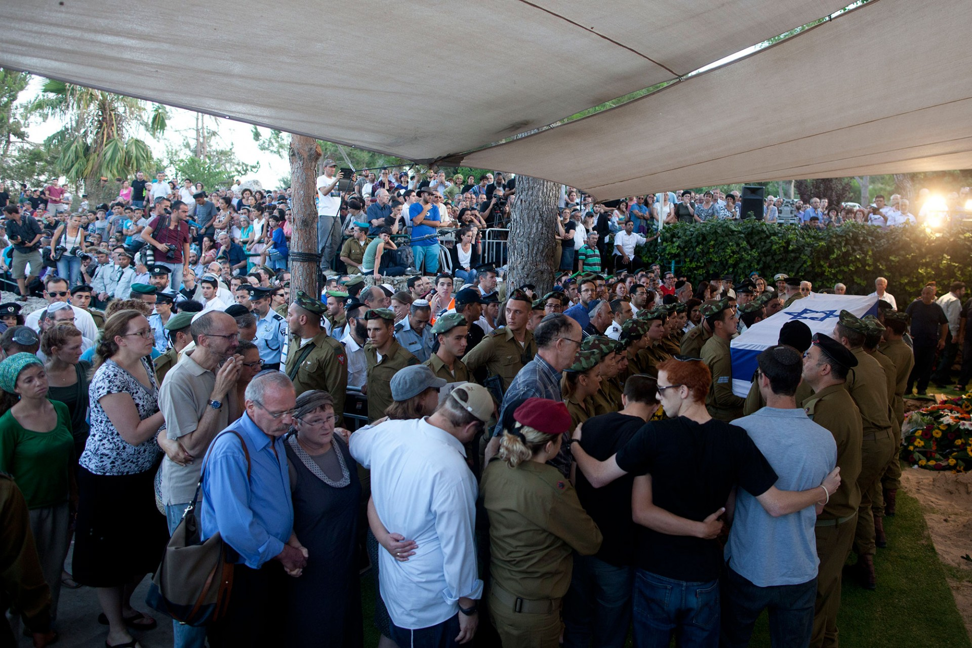 Israeli soldiers carry the flag-draped coffin of their comrade Barkai Yishai Shor during his funeral on July 29, 2014 in Jerusalem, Israel.