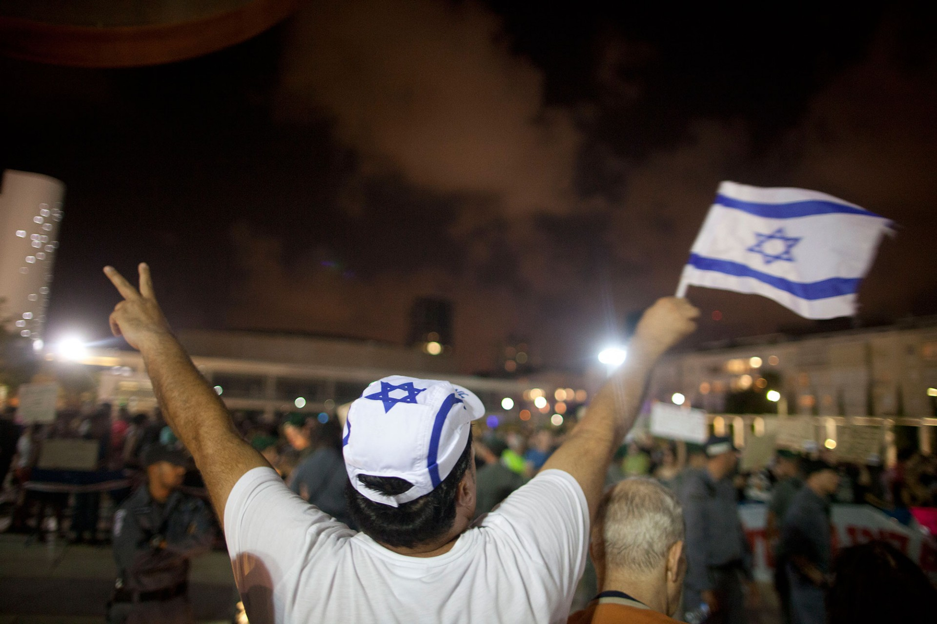 Israelis demonstrate in support of Israel's military operation in the Gaza Strip on July 19, 2014 in Tel Aviv, Israel.